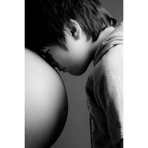 フリー写真, 人物, 親子, 母親(お母さん), 子供, 息子, 横顔, お腹, 妊娠, モノクロ