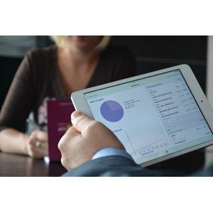 フリー写真, 家電機器, パソコン(PC), タブレットPC, ビジネス, 仕事, 会議(ミーティング), データ