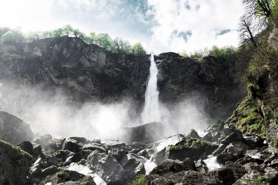 フリー写真 スイスのフォロッリョ滝の風景
