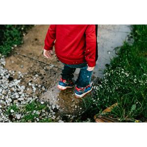 フリー写真, 人物, 子供, 水溜まり, 水しぶき, 人と風景