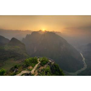 フリー写真, 風景, 朝日, 朝焼け, 日の出, 山, 渓谷, 河川, ベトナムの風景