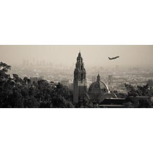 フリー写真, 風景, 建造物, 建築物, 高層ビル, 都市, 街並み(町並み), 博物館(美術館), 乗り物, 航空機, 飛行機, 旅客機, アメリカの風景, カリフォルニア州, セピア色