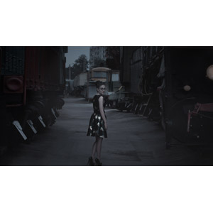 フリー写真, 人物, 女性, 外国人女性, ロシア人, 女性(00207), ワンピース, 人と乗り物, 列車(鉄道車両), 汽車, 振り返る, 眼鏡(メガネ)