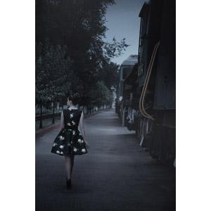 フリー写真, 人物, 女性, 外国人女性, ロシア人, 女性(00207), ワンピース, 人と乗り物, 列車(鉄道車両), 汽車, 後ろ姿