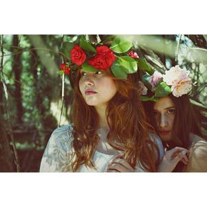 フリー写真, 人物, 女性, 外国人女性, チリ人, 二人, 花冠, 人と花
