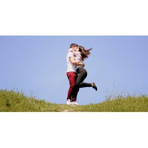 フリー写真, 人物, カップル, 恋人, 抱き合う, 愛(ラブ), 二人, 青空, ルーマニア人, 男性(00208), 女性(00209)