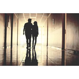 フリー写真, 人物, カップル, 恋人, 寄り添う, シルエット(人物), 二人, 廊下
