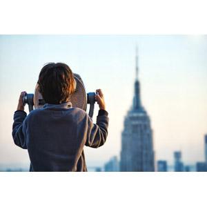 フリー写真, 人物, 子供, 男の子, 外国の男の子, 後ろ姿, 眺める, 覗く, 双眼鏡, 人と風景, 高層ビル, エンパイア・ステート・ビルディング, アメリカの風景, ニューヨーク