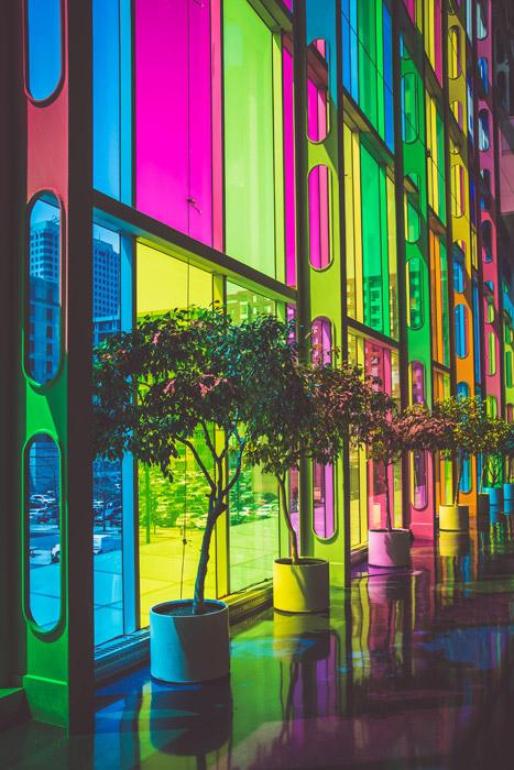 フリー写真 モントリオール国際会議場のカラフルなステンドグラス