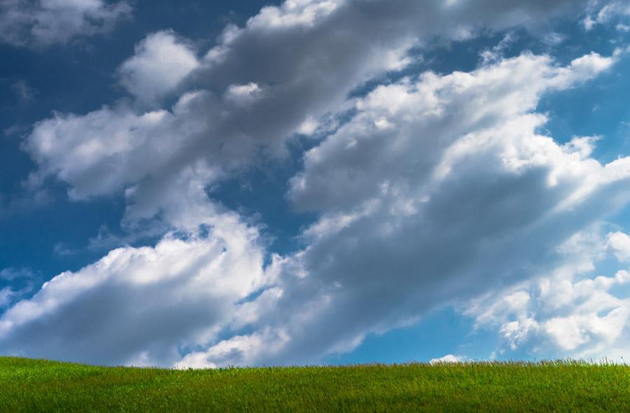 フリー写真 草原と青空と雲の風景