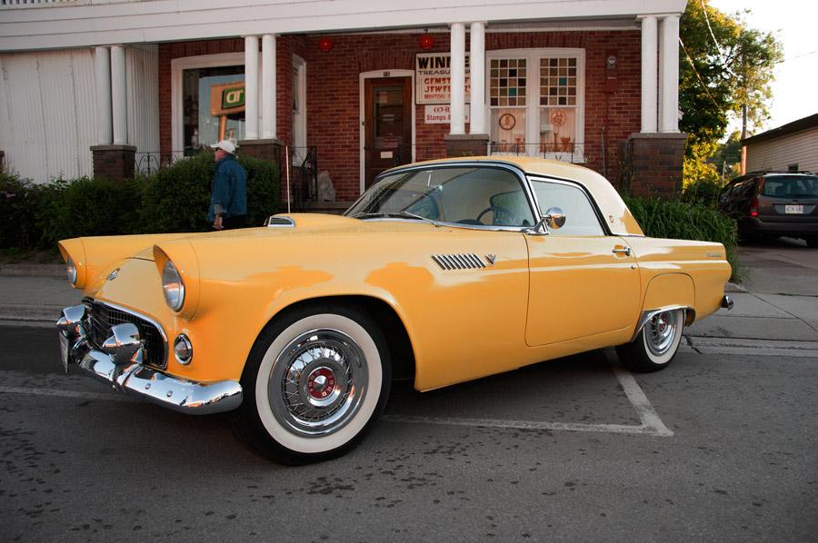 フリー写真 フォード・サンダーバード