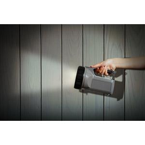 フリー写真, 人体, 手, 夜, 懐中電灯, 照明器具, 木材, 木目, 犯罪