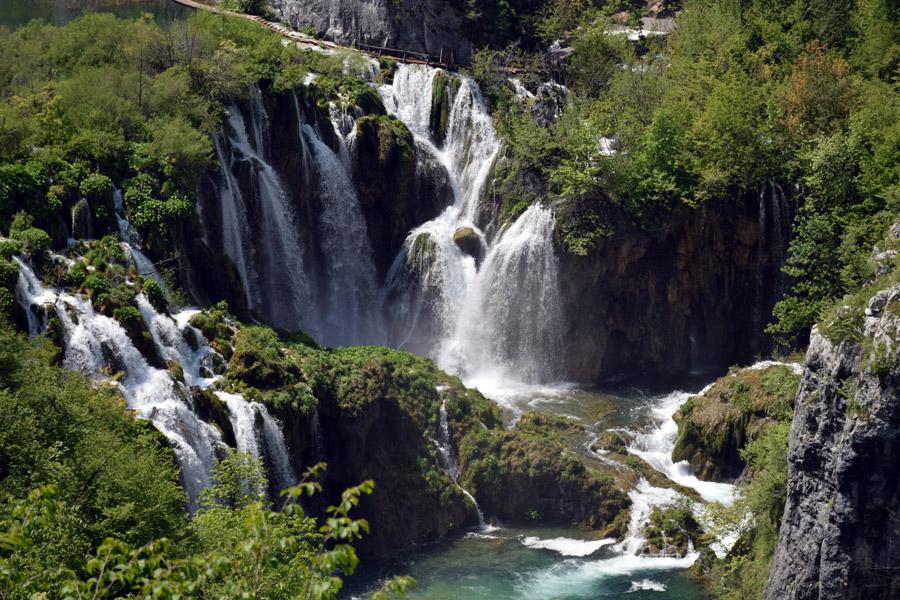 フリー写真 プリトヴィツェ湖群国立公園の滝の風景