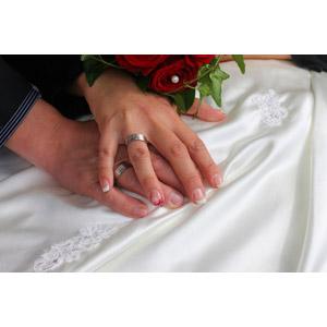 フリー写真, 人体, 手, 結婚式(ブライダル), 結婚指輪, カップル, 花婿(新郎), 花嫁(新婦), 愛(ラブ)