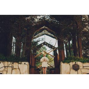 フリー写真, 人物, 女性, 外国人女性, 後ろ姿, 手を合わす, 人と風景, 教会(聖堂), アメリカの風景, カリフォルニア州