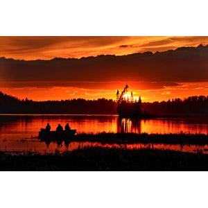 フリー写真, 風景, 夕暮れ(夕方), 夕焼け, 湖, 人と風景, シルエット(人物), 魚釣り(フィッシング), カナダの風景