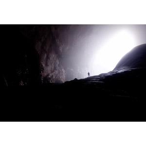フリー写真, 風景, 洞窟, ソンドン洞窟, 太陽光(日光), 人と風景, シルエット(人物), ベトナムの風景