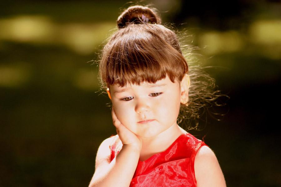 フリー写真 憂鬱な表情の外国の女の子
