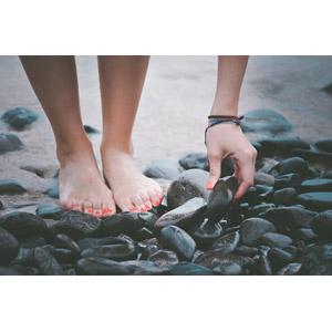 フリー写真, 人体, 手, 足, 石, 海岸