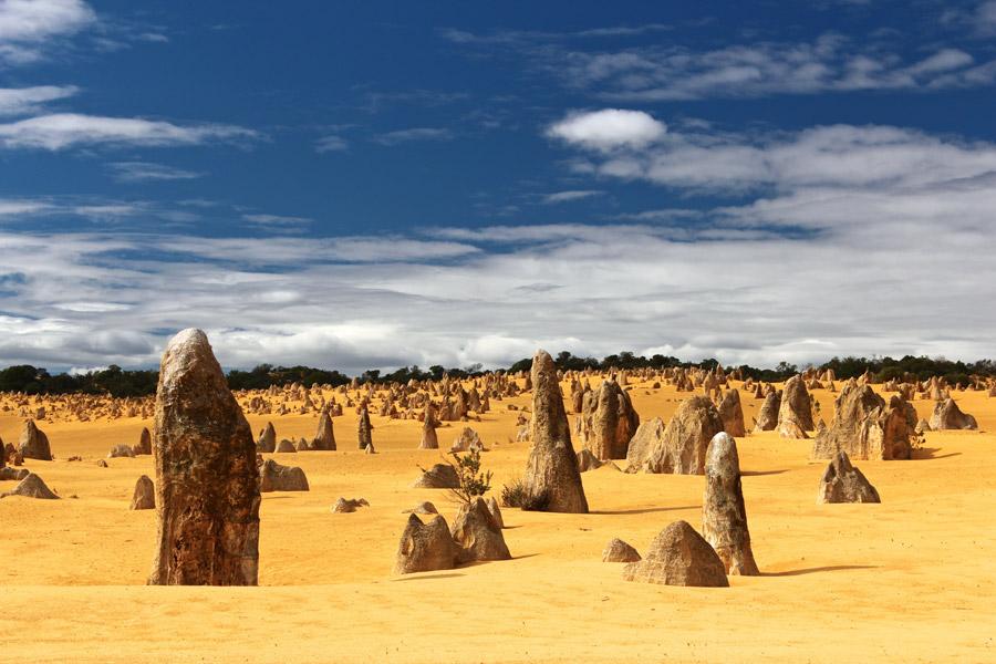フリー写真 柱状の奇岩が立ち並ぶピナクルズの風景