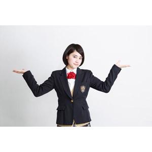 フリー写真, 人物, 少女, アジアの少女, 少女(00212), 学生(生徒), 学生服, 高校生, ブレザー制服, 白背景, お手上げ