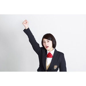 フリー写真, 人物, 少女, アジアの少女, 少女(00212), 学生(生徒), 学生服, 高校生, ブレザー制服, 白背景, 拳を上げる, 勝ち鬨, やる気