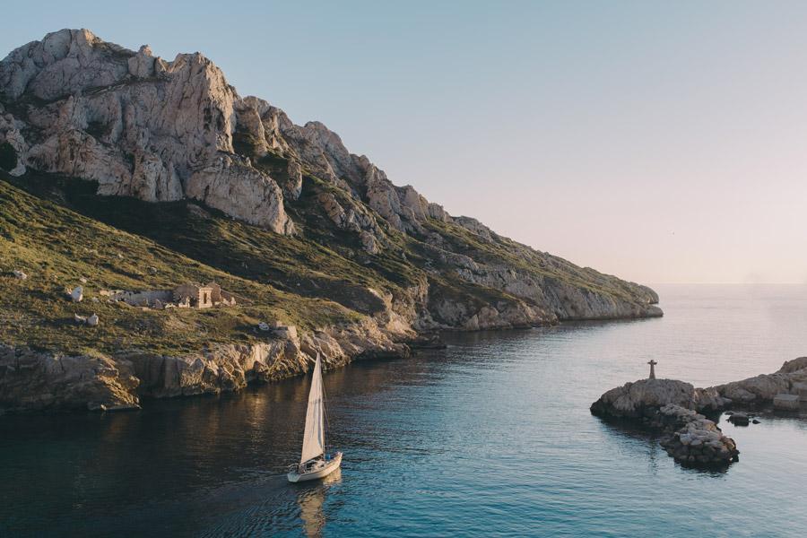 フリー写真 大海原に向かうヨット