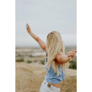 フリー写真, 人物, 女性, 外国人女性, 手を広げる, 金髪(ブロンド)