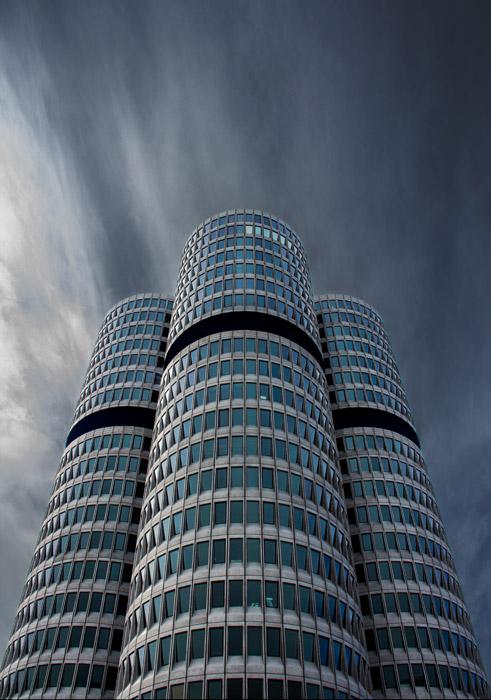 フリー写真 BMW本社ビルの風景