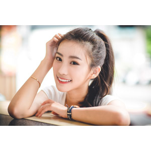 フリー写真, 人物, 女性, アジア人女性, 楚珊(00053), ポニーテール, 頭に手を当てる