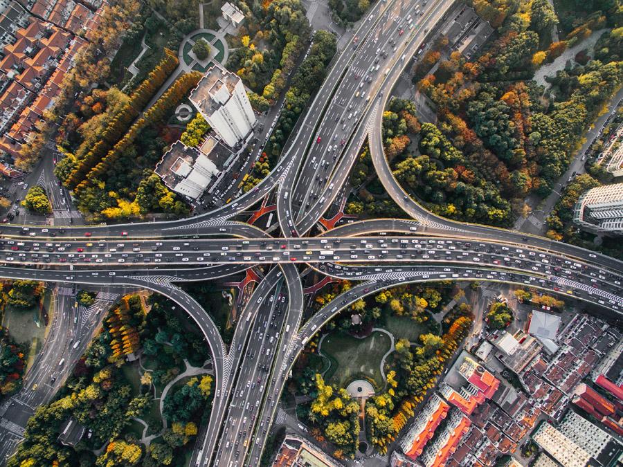 フリー写真 真上から見る高速道路のジャンクションの風景