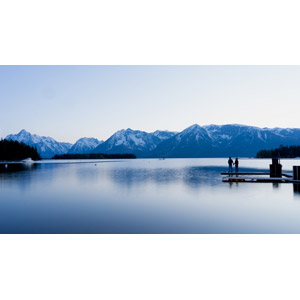 フリー写真, 風景, 湖, 山, 人と風景, カップル, 手をつなぐ, 桟橋