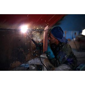 フリー写真, 人物, 男性, 外国人男性, 仕事, 職業, 工員, 溶接, 火花