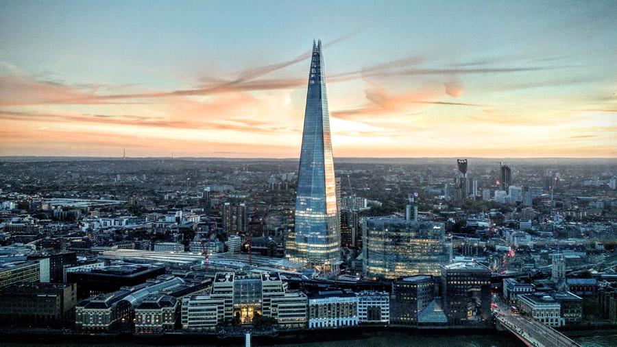 フリー写真 超高層ビルのザ・シャードとロンドンの街並み