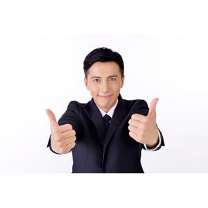 フリー写真, 人物, 男性, アジア人男性, 日本人, 男性(00016), 職業, 仕事, ビジネス, ビジネスマン, サラリーマン, メンズスーツ, 白背景, サムズアップ, いいね(グッド)