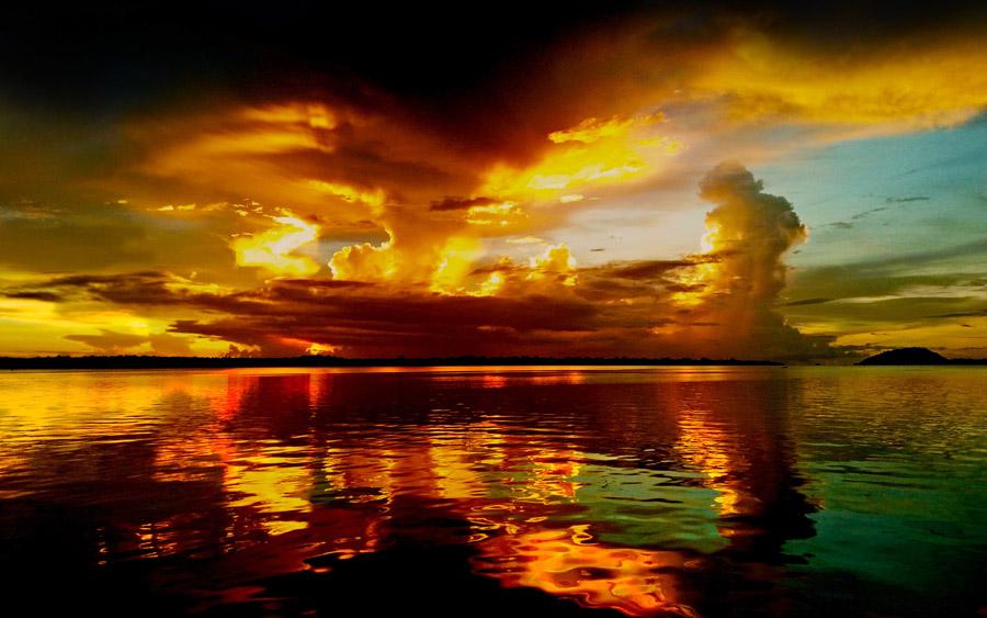 フリー写真 夕暮れの海と雲の風景