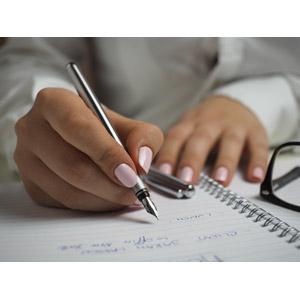 フリー写真, 人体, 手, 書く, マニキュア, 万年筆, ノート