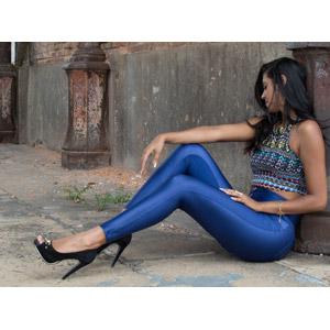 フリー写真, 人物, 女性, 外国人女性, ブラジル人, レギンス, 座る(地面)