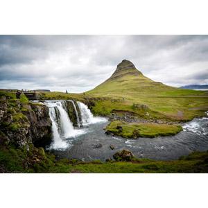 フリー写真, 風景, 自然, 山, 河川, アイスランドの風景, 滝, キルキュフェットル山