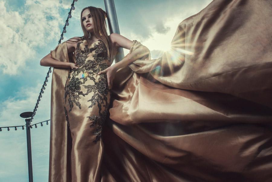 フリー写真 風に舞う布とドレス姿の外国人女性