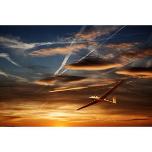 フリー写真, 乗り物, 航空機, グライダー, 風景, 空, 雲, 飛行機雲, 夕暮れ(夕方), 夕焼け