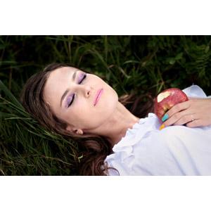 フリー写真, 人物, 女性, 外国人女性, ルーマニア人, 白雪姫, 女性(00195), リンゴ, 死