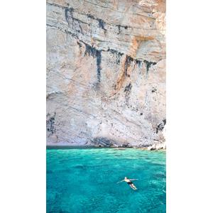 フリー写真, 風景, 海, 崖, 人と風景, 水面に浮く, 海水浴, ギリシャの風景
