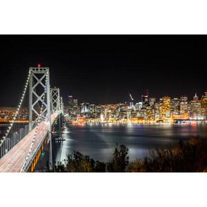 フリー写真, 風景, 建造物, 建築物, 高層ビル, 都市, 街並み(町並み), 橋, サンフランシスコ・オークランド・ベイブリッジ, 夜, 夜景, アメリカの風景, サンフランシスコ, カリフォルニア州