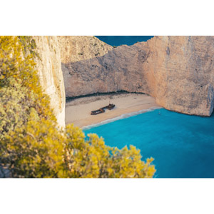 フリー写真, 風景, 崖, 海, ビーチ(砂浜), ギリシャの風景, ザキントス島, 座礁船(放置船), ナヴァイオ海岸