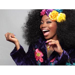 フリー写真, 人物, 女性, 黒人女性, アメリカ人, 口を開ける, 笑う(笑顔), アフロヘア, 鼻ピアス