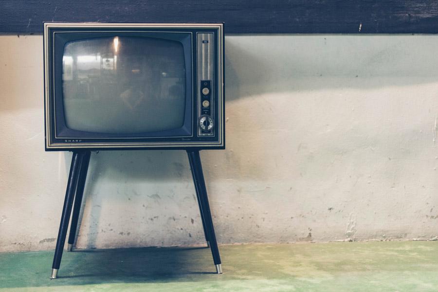 フリー写真 脚のついたブラウン管テレビ
