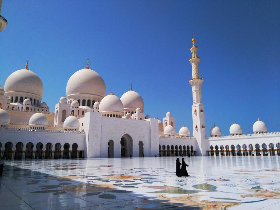 フリー写真 青空とシェイク・ザーイド・モスクの風景