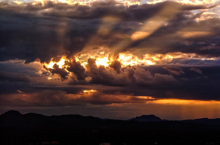 フリー写真 夕陽と雲の風景