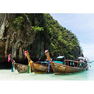 フリー写真, 風景, 海, 岩山, 乗り物, 船, ボート, タイの風景, ピーピー諸島, リゾート, バケーション